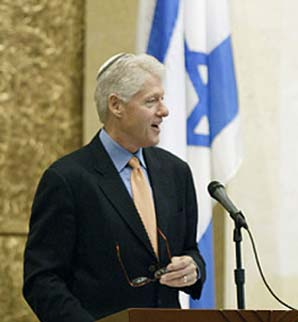 http://www.jewishworldreview.com/images/clinton_yarmulke.jpg